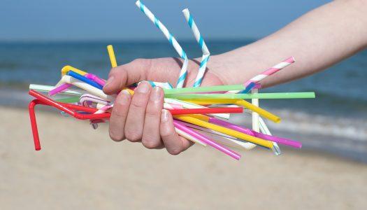 Prefeito sanciona Lei que proíbe o uso de canudos de plástico em bares e restaurantes do Rio