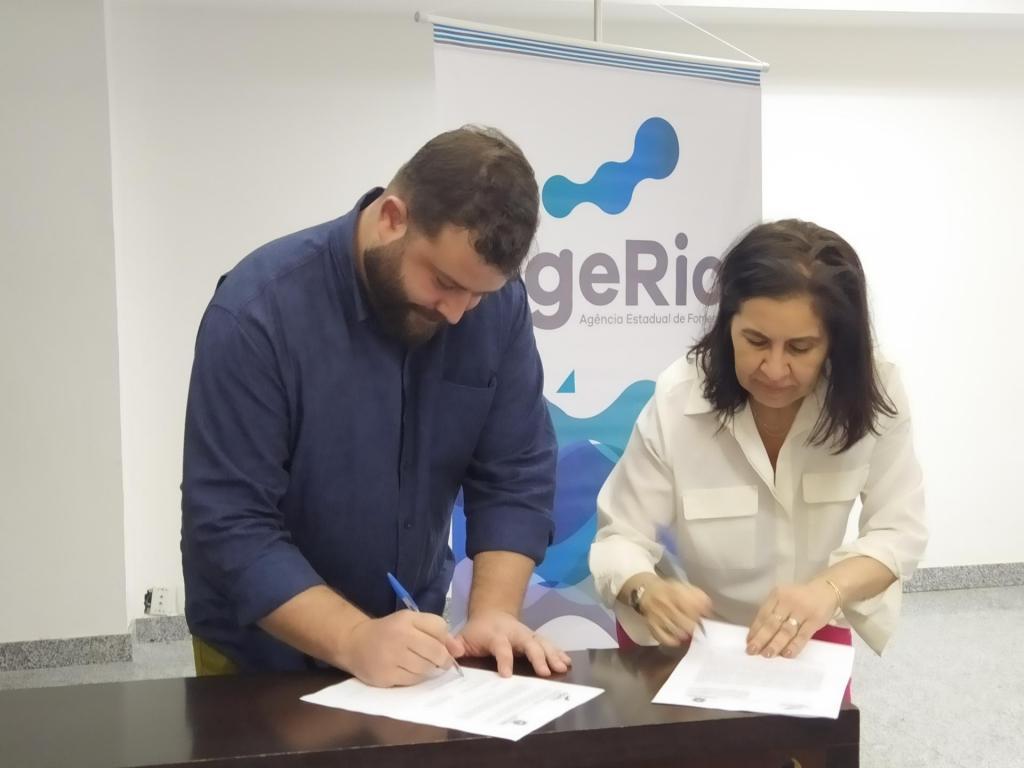 Assinatura do convênio SindRio e AGERIO
