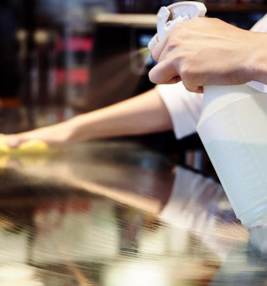 Infectologista orienta bares e restaurantes